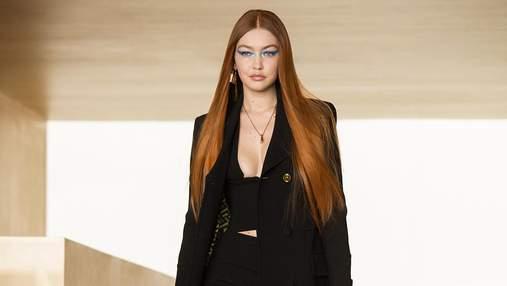 Джиджи Хадид впервые после родов приняла участие в модном показе Versace: фото
