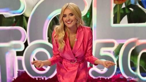 Ірина Федишин зачарувала стильним образом у рожевому жакеті: гарний знімок