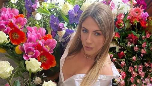 Леся Нікітюк розбурхала мережу спокусливим образом посеред квітів: фото
