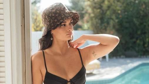 Тренд лета – купальник с золотой цепочкой на талии: модный пример от Жизель Оливейры