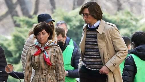 На стилі: Леді Гага приміряла картате пальто для зйомок фільму про Гуччі