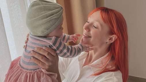 Почти 6 месяцев: Светлана Тарабарова очаровала трогательными фото с дочкой