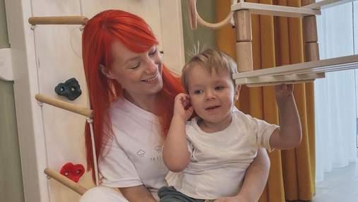 Светлана Тарабарова очаровала прогулкой с двухлетним сыном: смешное видео