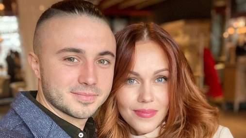 Alyosha очаровала сеть романтическим фото с мужем