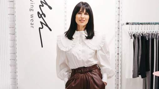 Маша Єфросиніна підкорила бездоганним образом у блузці з рюшами: фото
