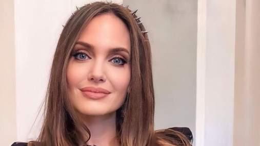 Жіночна та ніжна Анджеліна Джолі знялася в рекламі нового аромату Guerlain: чарівні фото і відео
