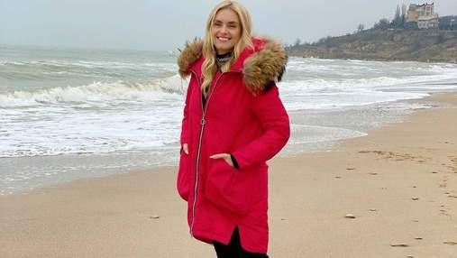 Ірина Федишин оприлюднила атмосферне відео, де позує на березі моря в Одесі