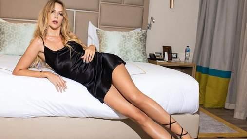 Леся Никитюк завела сеть стройными ножками в мини-платье: эротическое фото на кровати
