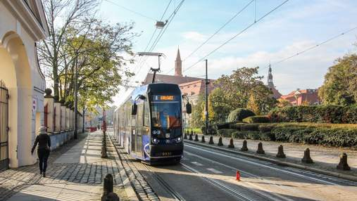 Хортица, Тустань и Харьков: в общественном транспорте Вроцлава показывают ролики об Украине