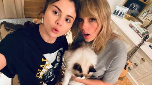 Звезды поп-сцены Селена Гомес и Тейлор Свифт устроили пижамную вечеринку: милые фото