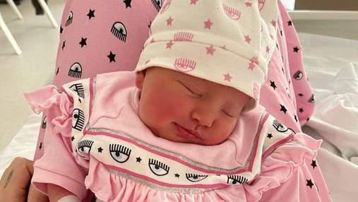 К'яра Ферраньї замилувала серією нових фото з новонародженою донькою