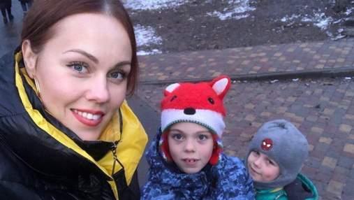 На прогулке: Alyosha очаровала сеть новым фото с детьми