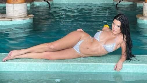 Кортни Кардашян засветила аппетитные ягодицы в бикини: горячее фото у бассейна