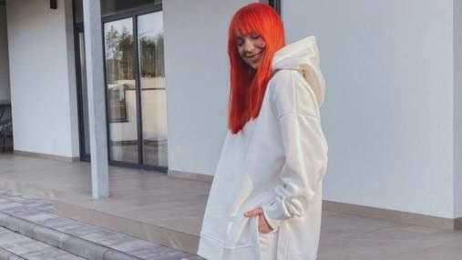 Светлана Тарабарова очаровала весенним образом в белом костюме: атмосферные фото