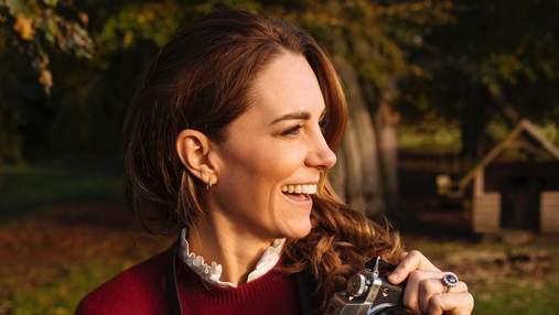 Кейт Міддлтон позувала зі щирою усмішкою на новому портретному фото