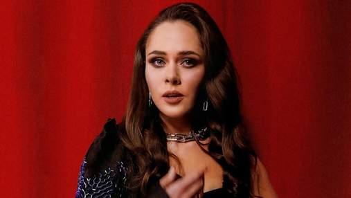 Наче голлівудська зірка: солістка The Hardkiss одягнула сексуальну сукню від Валерії Ковальської