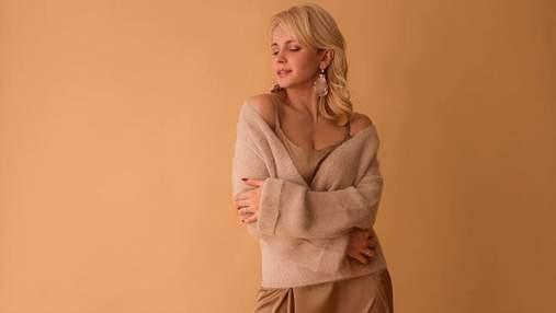 Вовняний светр та шовкова сукня: Лілія Ребрик підкорює мережу стильним образом