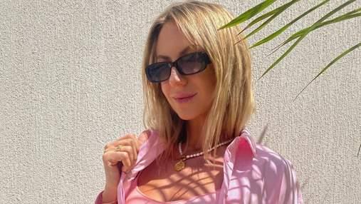 Леся Никитюк похвасталась грудью в коротком розовом топе: горячее фото