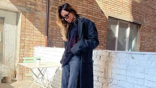 Надя Дорофєєва підкорила стильним образом у джинсах і пальті: фотосесія на будівництві
