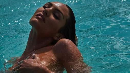Полностью обнаженная Кэндис Свейнпол завела сеть соблазнительными кадрами в воде: фото 18+