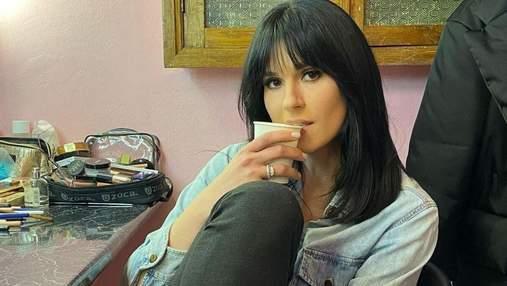 Маша Єфросиніна показала стильний образ у джинсовій сорочці: фото з гримерки