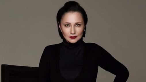 Елена Мозговая раскритиковала голое фото Alyona Alyona, где рэперша прикрылась флагом