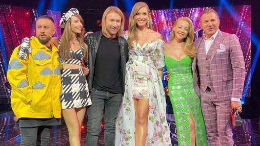"""Тіна Кароль підкорила яскравим образом у салатовій сукні на """"Голосі країни"""": фото та відео"""