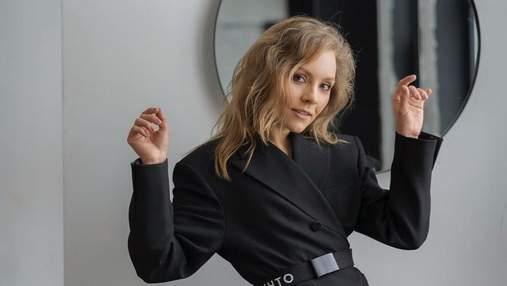 Алена Шоптенко станцевала на столе в пикантном наряде: эффектное видео