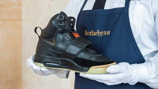 Стартова ціна – 1 000 000 доларів: кросівки Каньє Веста продають на аукціоні