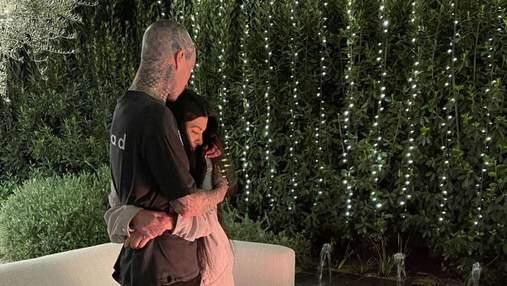 Кортни Кардашян смутила видеороликом, где облизывает палец бойфренду