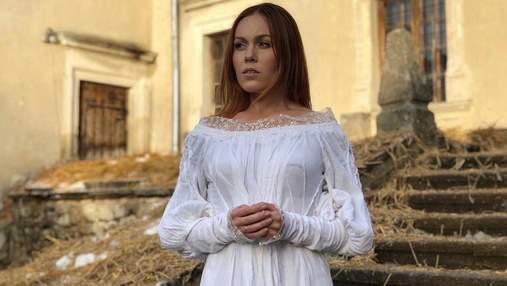 Alyosha презентовала лирическую песню Lebedi