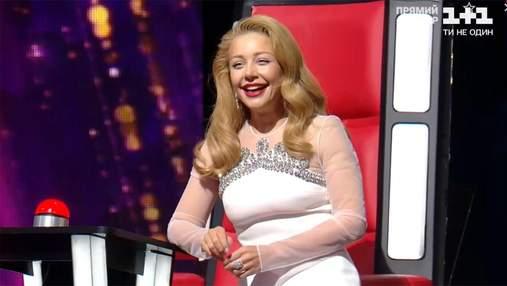 """Тіна Кароль підкорила бездоганними сукнями на """"Голосі країни"""": фото розкішних образів"""