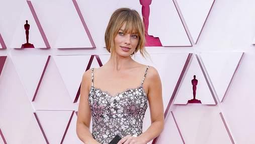 Марго Робби посетила церемонию Оскар в трендовом цветочном платье Chanel: безупречный образ