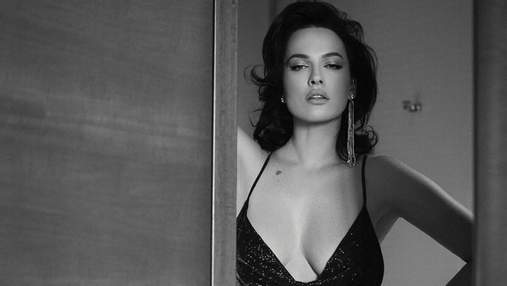 Даша Астаф'єва показала великі груди в блискучій сукні з глибоким декольте: фото