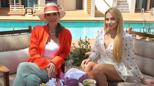 Катя Осадчая посетила Полякову в Турции: фото звезды в ярком образе