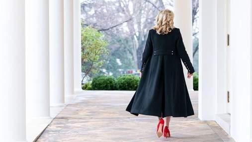 Джилл Байден поразила роскошным образом в черном пальто: фото из Белого дома