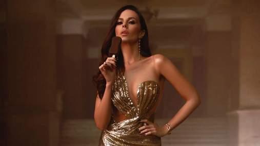 Настя Каменських приголомшила блискучим образом у золотистій сукні: фото