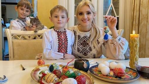 Ірина Федишин показала писанки, які розфарбувала з синами: яскраві фото
