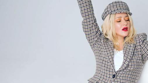 Наталья Могилевская покорила стильным образом в клетчатом жакете: фото