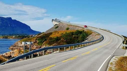 Мост в никуда: трамплин для машин в Норвегии, которым жутко передвигаться – впечатляющие фото
