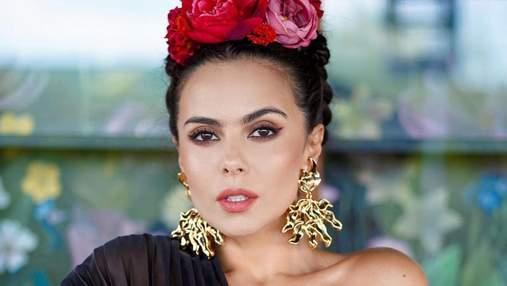 Монобровь и розы в волосах: как повторить мексиканский бьюти-образ Насти Каменских