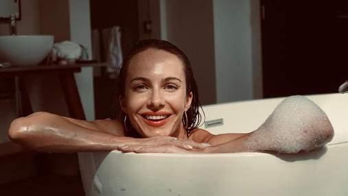 Дружина Остапчука похизувалася спокусливим тілом у трендовому купальнику