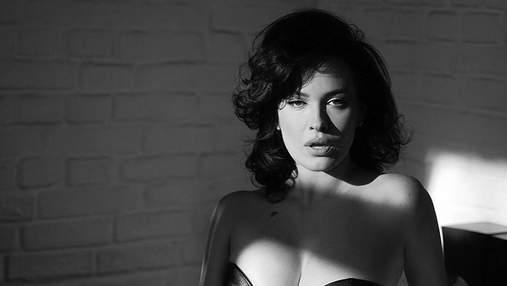 Даша Астафьева показала большую грудь в кожаном бюстгальтере: жаркие кадры