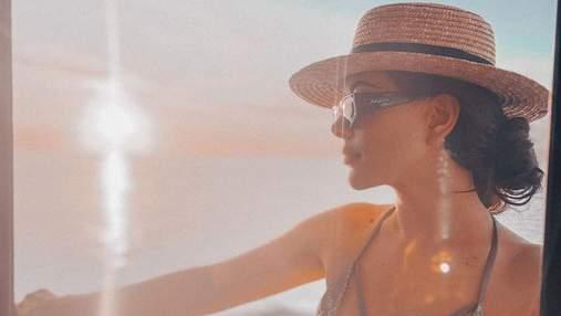 Раміна Есхакзай похизувалася розкішною фігурою в купальнику на Мальдівах: гаряче фото