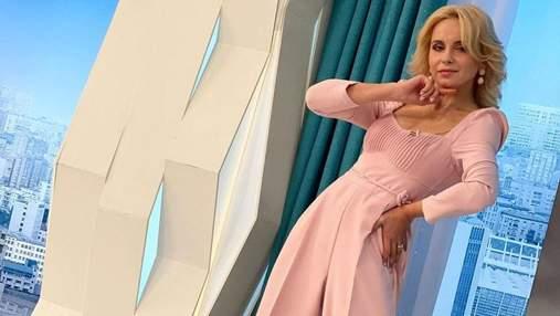 Лилия Ребрик поразила элегантным образом в нежно-розовом наряде: фото