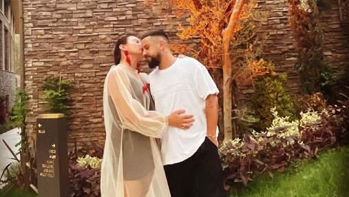 Монатик с женой и сыновьями отдыхает в Турции: романтическое фото с любимой