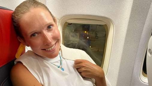 Вагітна Катя Осадча повертається з Туреччини: фото зірки в літаку