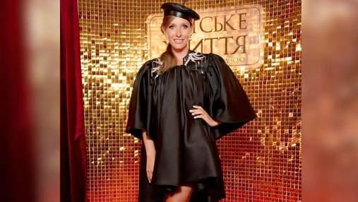 Вагітна Катя Осадча приголомшила вишуканим образом у чорній сукні: фото
