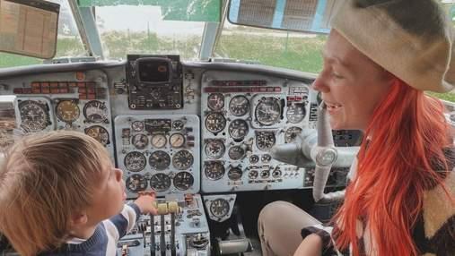 Светлана Тарабарова обнародовала трогательные фото с сыном в самолете