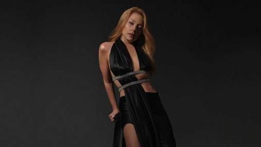 Тина Кароль на отдыхе обнажила грудь: сексуальное фото